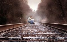 Просмотреть обои девушка, железная дорога, настроение, осень, депрессия
