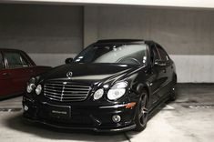Used Car Dealership Design Mercedes W140, Mercedes Benz Cars, Mercedes E Class, Benz E Class, Black Camaro, Merc Benz, Mercedez Benz, Classic Mercedes, Sport Cars