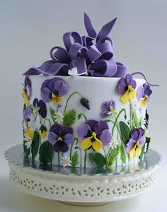 I think this would be pretty in buttercream and royal icing flowers. - I think this would be pretty in buttercream and royal icing flowers. Gorgeous Cakes, Pretty Cakes, Amazing Cakes, Cake Icing, Fondant Cakes, Cupcake Cakes, Shoe Cakes, Royal Icing Flowers, Buttercream Flowers