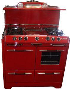 O'Keefe & Merritt antique stove, my fav! Red And White Kitchen, Red Kitchen, Black Kitchens, Kitchen Items, Kitchen Gadgets, Vintage Kitchen, Home Kitchens, Kitchen Decor, Retro Vintage