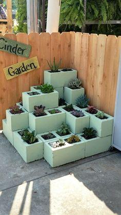 Garden Deco, Garden Yard Ideas, Garden Crafts, Garden Projects, Diy Garden Bed, Cinder Block Garden, Cinder Block Ideas, Garden Ideas With Cinder Blocks, Raised Garden Beds Cinder Blocks