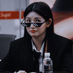 Hangzhou, Kpop Girl Groups, Kpop Girls, Meme Faces, Aesthetic Girl, Halloween Face Makeup, Twitter Layouts, Woman Power, Profile Pictures
