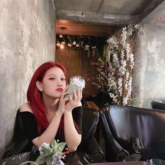 #seoyeon#fromis9 Kpop Girl Groups, Korean Girl Groups, Kpop Girls, Atualização Do Instagram, My Girl, Cool Girl, Lee Seo Yeon, Ariel Hair, Glass Shoes
