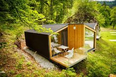 Camping Bled and its new mobile homes bring everyone closer to camping. - Camping Bled and its new mobile homes bring everyone closer to camping. The four state of the art h - Eco Cabin, Tiny House Cabin, Cabin Homes, Cabins In The Woods, House In The Woods, Camping Bled, New Mobile Homes, Modern Mobile Homes, Mobile House