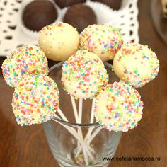 Delicious cake pops for candy bar table Mocca, Yummy Cakes, Cake Pops, Goodies, Candy, Bar, Sweet, Desserts, Table