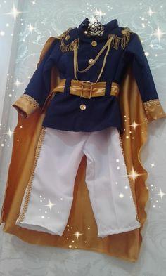 Linda fantasia de príncipe contendo:    -coroa;  -blazer;  -calça com detalhes;  -capa de príncipe.  Fazemos em outras cores também!    Super luxo para príncipes!!!