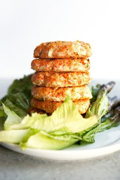 Skip To RecipeWho doesn't love buffalo wings and burgers? These healthy Buffalo Chicken Burgers are a perfect easy alternative to …