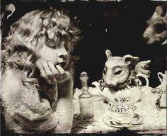 Alicia, de Vladimir Clavijo Telepnev. Alice in Wonderland. Alicia en el Pais de las Maravillas.