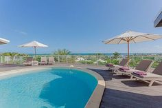 Ocean View Orient Bay Set in Orient Bay French St Martin, this air-conditioned villa features an outdoor pool. The unit is 6 km from Saint Martin, and guests benefit from free WiFi and private parking available on site.