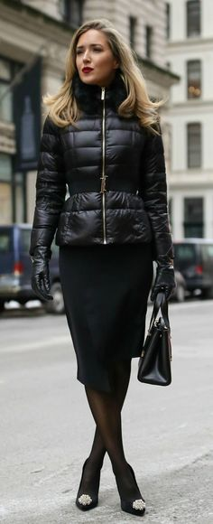 Nyc Fashion, Winter Fashion, Fashion Outfits, Womens Fashion, Style Noir, Black Leather Gloves, Leather Jacket, Sheer Tights, Business Fashion