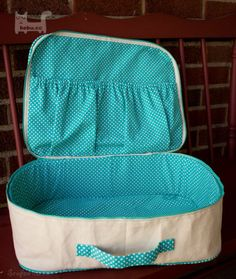 """Share the post """"How to sew your own hands suitcase"""""""
