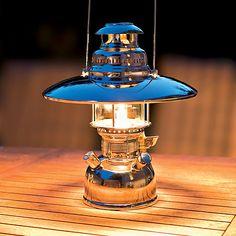 Reflektorschirm für Petromax bei Torquato.de - Für blendfreies Licht. Der Reflektorschirm sorgt dafür, daß das Licht nur nach schräg unten...