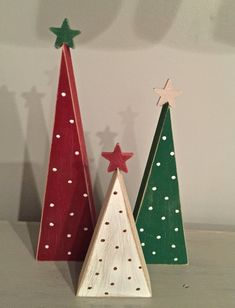 wooden christmas crafts This set of wooden Christmas trees is a perfect addition to your holiday decor! This listing is for the set of 3 trees. a and 5 tree will come in this set. The trees are painted red, green and white with polka dots. Wooden Christmas Crafts, Christmas Tree Set, Rustic Christmas, Christmas Projects, Holiday Crafts, Christmas Ornaments, Wooden Christmas Decorations, Christmas Signs, Christmas Island