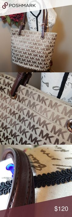 """Michael Kors Monogram Jet Set Tote Medium In like new condition! This bag is flawless and gorgeous! Michael Kors medium Jet Set monogram tote. Lots of pockets for organization. On large pocket on outside. One large pocket inside with zip closure. For multipurpose pockets inside. This purse is super clean, no markings or scratches. 38T2XTTT2J Measurements are approximate: 14""""W (measured at widest) 10""""H 10"""" strap drop Michael Kors Bags Totes"""