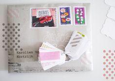 Timbres et masking tape font bon ménage pour habiller une enveloppe !   D'abord je classe mes timbres par couleurs et ensuite...