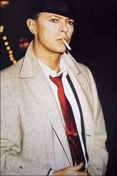 David Bowie David Bowie Smoking, David Bowie Ziggy, David Bowie Absolute Beginners, Bowie Ziggy Stardust, The Bowie, The Thin White Duke, Major Tom, Bbc Tv, Classic Suit