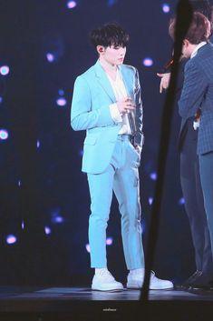 Kinda looks tall here Seungkwan, Jeonghan, Concert Dresses, I Love Him, My Love, Lee Jihoon, Seventeen Woozi, Adore U, Team Leader