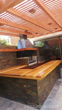 If you have the space in your yard, check out the outdoor kitchen ideas total with bars, seating areas, storage space, as well as grills. Outdoor Kitchen Grill, Patio Kitchen, Outdoor Kitchen Design, Outdoor Kitchens, Modern Kitchens, Kitchen Modern, Patio Chico, Parrilla Exterior, Backyard Lighting