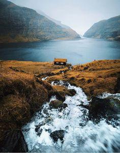 Urban Landscape Photography Tips – PhotoTakes Beautiful Landscape Photography, Beautiful Landscapes, Hiking Photography, Nature Photography, Canon Photography, Nature Images, Nature Pictures, Art Nature, Adventure Aesthetic