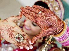 In Mehndi designs traditional mehndi design is also look good look for women hand.Here you can see latest, trendy and fancy mehndi designs. This mehndi design will available for both bride and groom. Pakistani Mehndi Designs, Mehndi Designs For Girls, Wedding Mehndi Designs, Wedding Henna, Bridal Mehndi Designs, Bridal Henna, Mehandi Designs, Indian Bridal, Pakistani Bridal