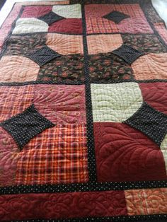 "❤ =^..^= ❤   Quilting Away ~ Made with Suzanne McNeill's 10 Minute Block using 10"" squares including the centers: it looks Bow Tie.  Check out the quilting!!!!!"