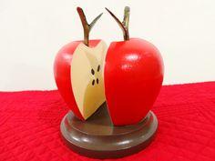 Servilletero de madera, con forma de manzana