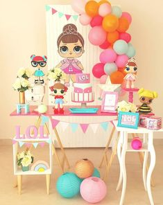 Success of the moment these dolls are also a great party theme. Get tips and ideas to make a doll children& party LOL. 4th Birthday Parties, 8th Birthday, Surprise Birthday, Girl Parties, Surprise Party Decorations, Surprise Ideas, Candy Bar Party, Doll Party, Lol Dolls