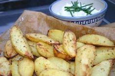 Backofenkartoffeln sind schnell zubereitet und finden bei Groß und Klein Anklang. Servieren Sie die Kartoffeln mit Kräuterquark als Beilage zum Abendessen oder zum Sonntag-Morgen-Brunch. Zutaten für 5 bis 6 Portionen: 1 kg Kartoffeln 100…