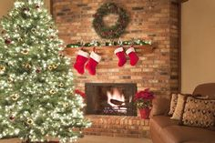 Jingle bell starts playing in the air. So, it is the time for you to start decorating your home with Christmas decor. Since living room Cool Christmas Trees, Christmas Mantels, Simple Christmas, Christmas Tree Decorations, Christmas Lights, Holiday Decor, Christmas Ideas, Christmas 2019, White Christmas