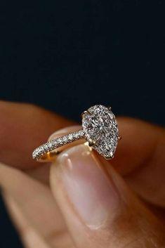Teardrop diamond engagement ring #DazzlingDiamondEngagementRings