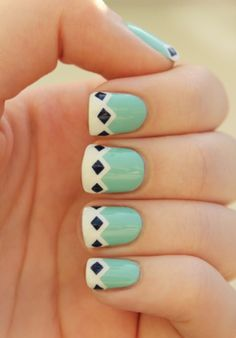 How fun is this printed manicure!