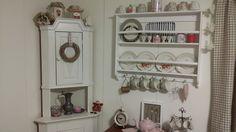 Maalaisromanttinen keittiö Bathroom Hooks, Home, Bathroom