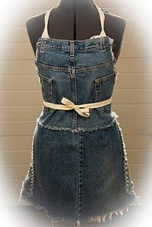Re-Incarnated: New Uses For Old Jeans.cute recycled denim apron - this would be cute with old uniforms. Jean Crafts, Denim Crafts, Jean Apron, Klum, Cute Aprons, Sewing Aprons, Denim Aprons, Denim Ideas, Jeans Denim