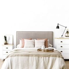 Fancy Houses, Little Houses, Sofa Gris, Home Bedroom, Bedroom Decor, Bedroom Designs For Couples, May House, Home Decor Trends, Decoration