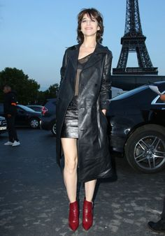 Charlotte Gainsbourg – Saint Laurent Fashion Show in Paris 09/26/2017 black leather trench coat skirt red ankle boots