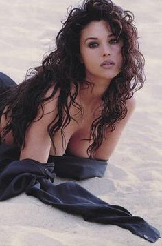 Monica Bellucci  .......
