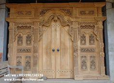 Pintu Gebyok Ukir Motif Kelir merupakan pintu utama dengan desain klasik mewah full ukiran cocok untuk dipasang dirumah anda yang menyukai rumah gaya klasik