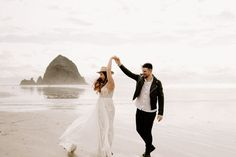 Cannon Beach Oregon Elopement | Athena and Cameron | Dawn Charles Photography  #dawncharlesphotography #weddinginspiration #elopementinspiration #beachwedding