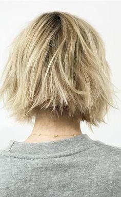 Emma Roberts Short Blonde Bob 2017