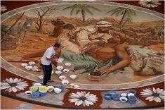 Ezequiel de León trabajando en el tapiz central de las alfombras del Corpus Cristhi. La Orotava. Tenerife, Islas Canarias