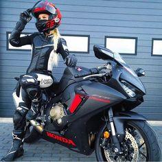 Motorcycle Suit, Retro Motorcycle, Motorbike Girl, Motorcycle Girls, Lady Biker, Biker Girl, Motorbikes Women, Motard Sexy, Rockabilly Cars