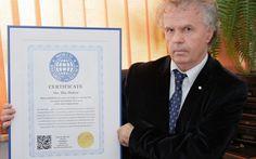 World Record Academy, cea mai mare şi cea mai prestigioasă organizaţie mondială care certifică recordurile mondiale, cu sediul la Miami (Statele Unite ale Americii), i-a acordat lui Ilie Dobre, celebrul comentator sportiv al Radio România Actualităţi, premiul Omul Anului în Media (2014) pentru cele cinci recorduri mondiale.