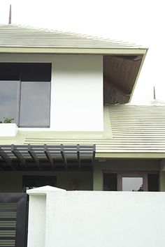 Indigenous materials and dynamic spaces complete a contemporary Filipino home Filipino House, Philippines House Design, Philippine Houses, Two Storey House, Modern Asian, Roof Architecture, House And Home Magazine, Asian Style, House Tours