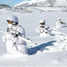 Turkish Army Commados in Winter exercise