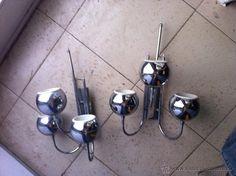 Pareja de lámparas o apliques vintage con tres globos cada una en metal cromado. - Foto 1