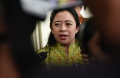 Menko PMK Puan Maharani menjawab wartawan usai rapat terbatas, di Kantor Presiden, Jakarta, Jumat (13/1) sore. JAKARTA , 13 Jan 2017-Keinginan Presiden Joko Widodo untuk mengintegrasikan subsidi en…