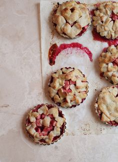 Raspberry and apple heart tart on Oncewed // photography by Elizabeth Messina // recipe and food styling by Elizabeth Colling // FOXINTHEPINE. Pureed Food Recipes, Apple Recipes, Dessert Recipes, Mini Apple Pies, Mini Pies, Apple Tarts, Jam Tarts, Raspberry Tarts, Sweet Pie