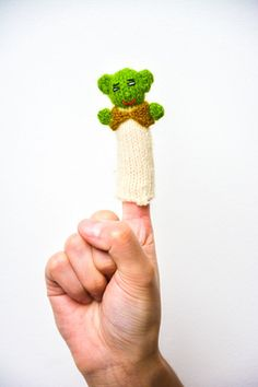 Finger Puppets / Yoda. Hand knitted in Peru. Great to keep children entertained. Only £0.80 each: www.raices.co.uk