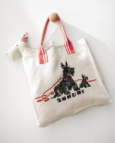 Make a tote bag from a vintage tea towel. Great DIY project.