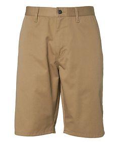 In lässiger Überknielänge und aus weichem Polyester-Baumwoll-Stoff präsentiert sich die Shorts von Volcom.    Außenbeinlänge ca. 56 cm